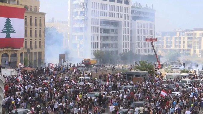 """黎巴嫩抗议者占领外交部,并宣布其为""""革命总部"""""""