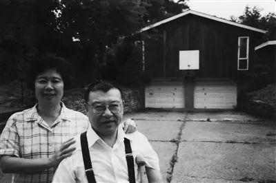 许倬云夫妇于匹城住宅(1977)。