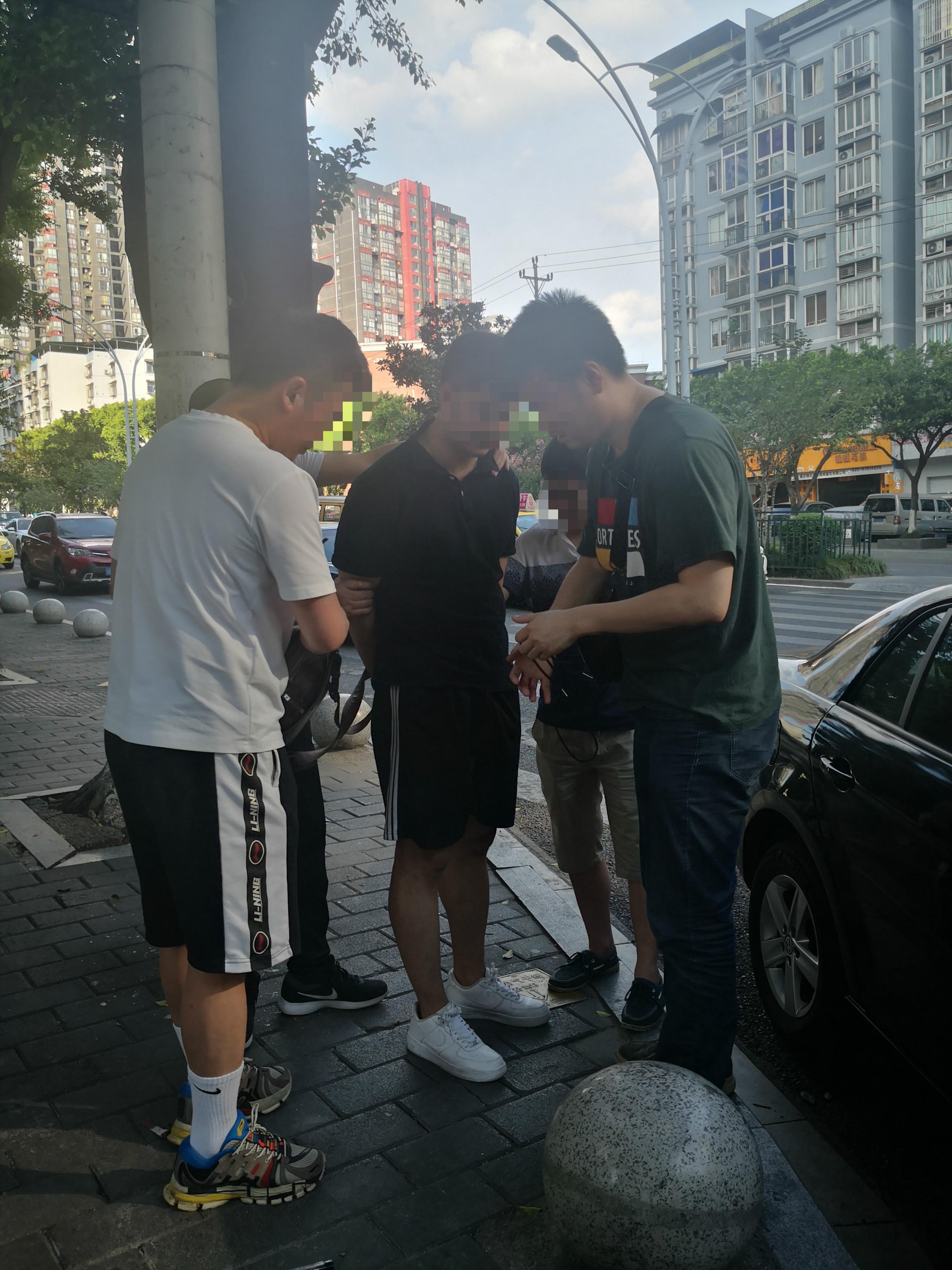 专案组民警将赵军抓获。警方供图