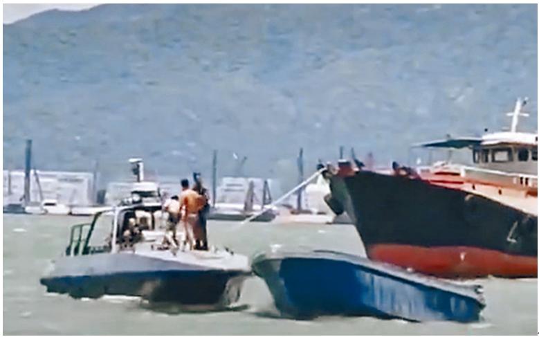 香港水警擒获两名偷渡前往内地的港人。(图源:香港《星岛日报》)