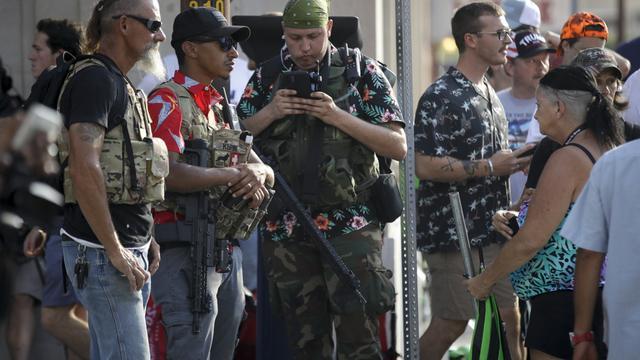 白人武装一直都很热衷暴力