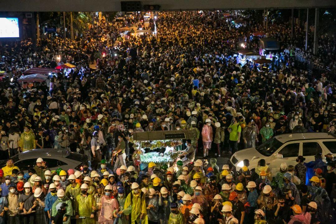【彩乐园2下载app】_绵延8个月的泰国抗议,最终路在何方?