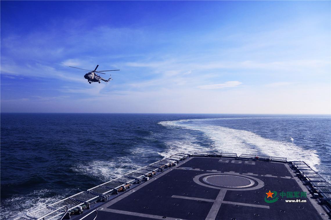 开展海空联合训练。