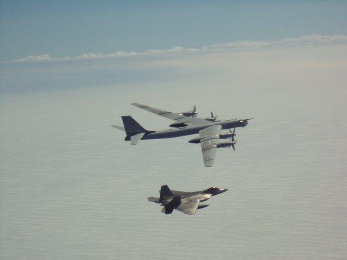 【百度关键字优化】_俄罗斯4架轰炸机抵近阿拉斯加 美军F-22紧急升空拦截