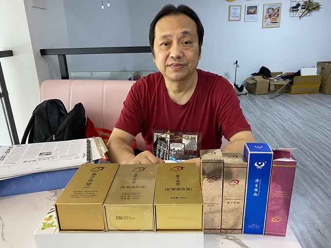 为了举报素绮福州公司,吴乃心收集了大量该公司的产品及相关举报证据。除特殊备注外,本文图片均由 澎湃新闻记者 王孟琦 摄