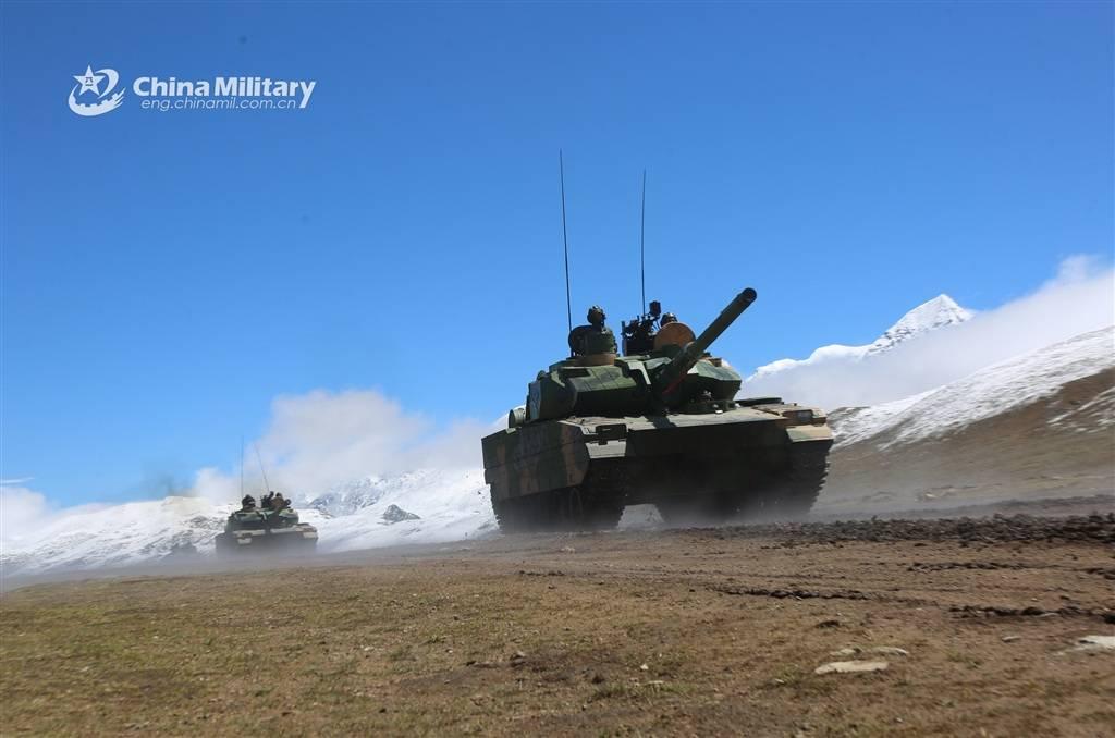 亮相高原演兵场的15式轻型坦克 图源:军网英文版