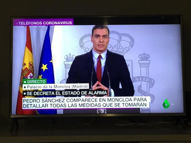 """极速赛车-疫情中西情侣:""""逃""""回西班牙,却迎来全国禁令"""