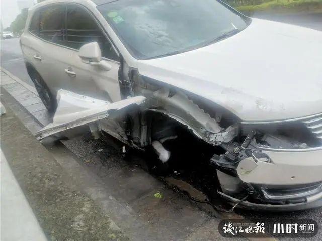 【提交网址】_杭州一轿车撞上绿化带!车轮都飞出去了,司机却不见踪影