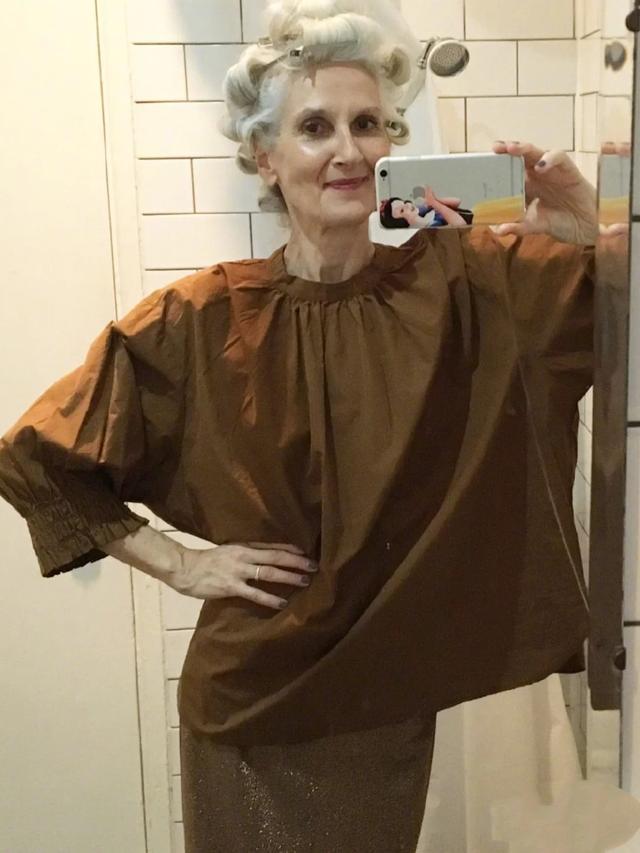 老了穿衣也要时尚,大龄外国奶奶用穿搭证明,态度决定优雅气质