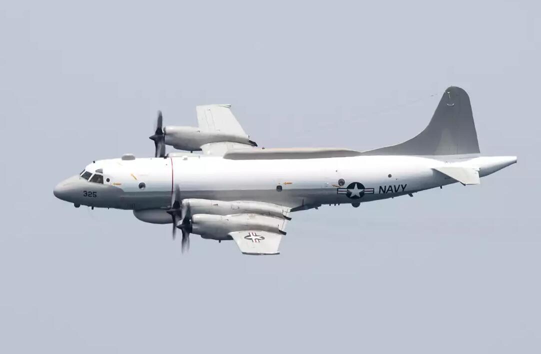 警惕!美軍偵察機闖入南海上空 航母也正在逼近