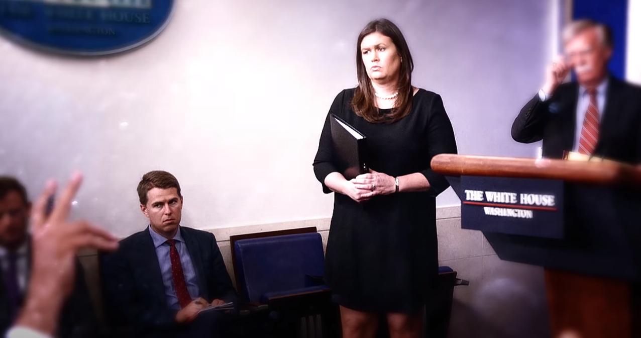 迈尔斯·泰勒(左一)在白宫记者会 (视频截图)