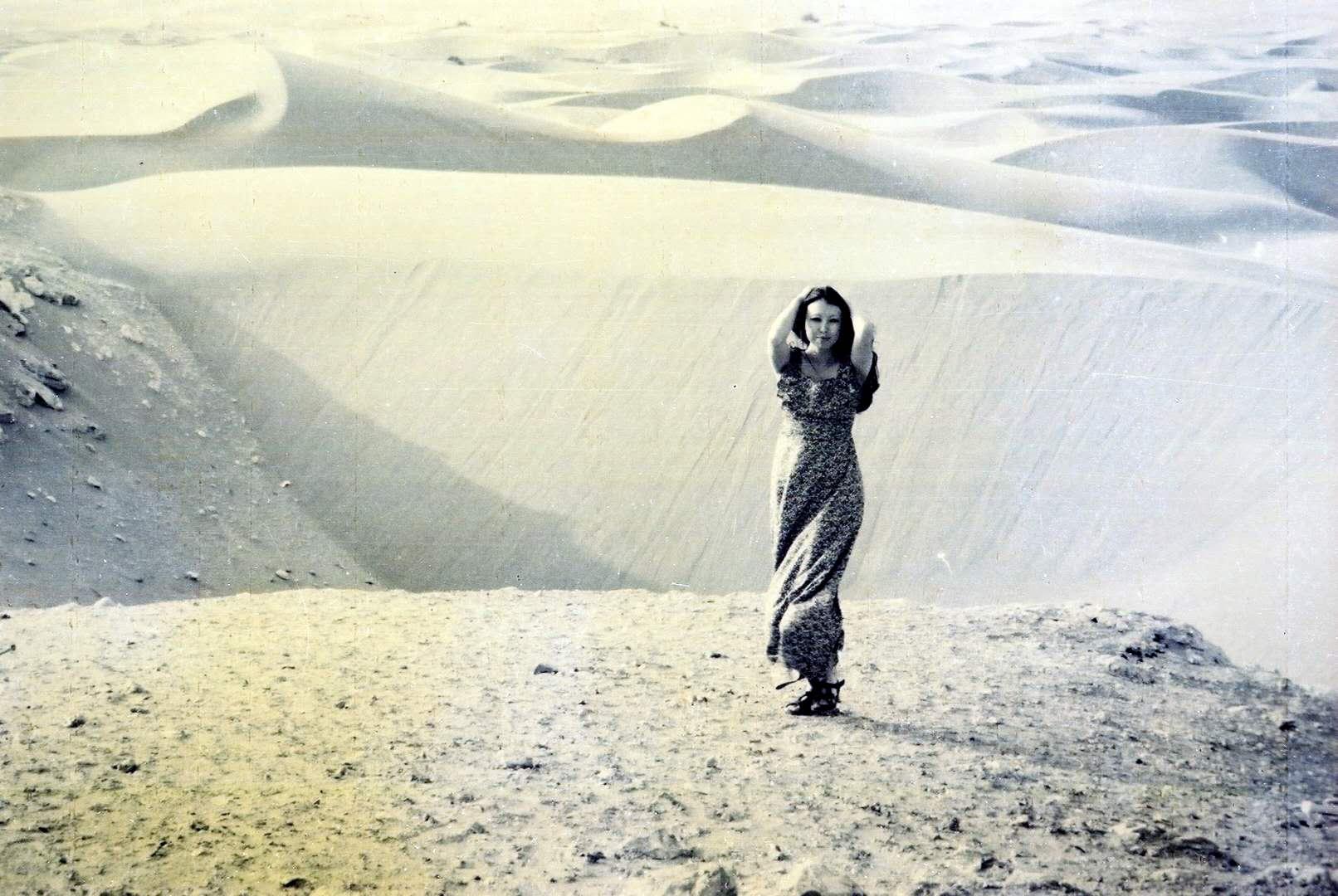 1974年,三毛在西属撒哈拉阿雍城。
