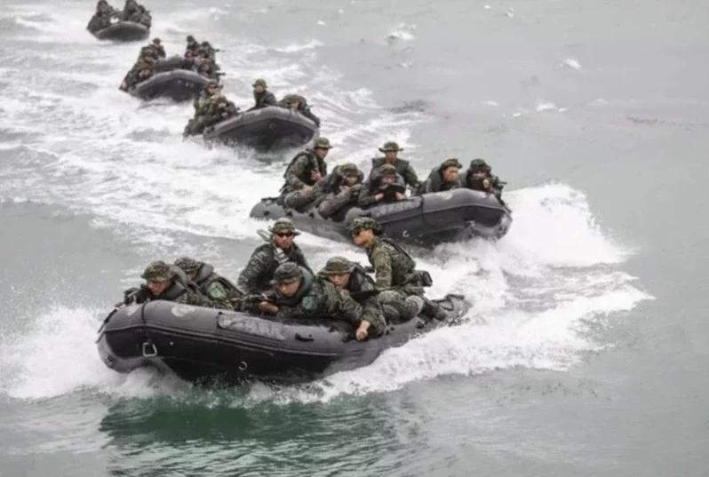 台海军进行演练(图片来源:台湾《联合报》资料图)