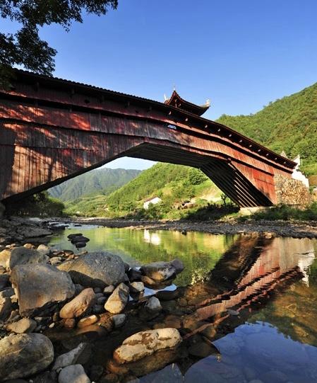 溪涧之上的庆元廊桥