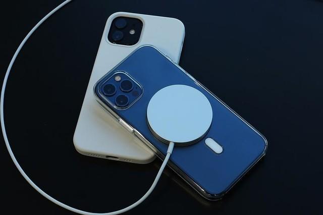 苹果回应iPhone12消磁 竟强行推销原厂昂贵磁吸卡包