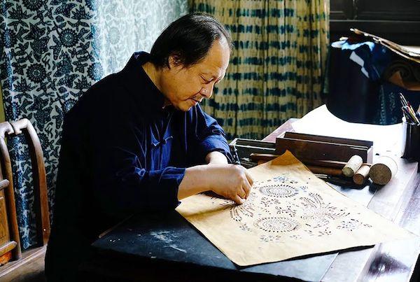 吴元新,中国工艺美术大师,研究员,首批国家级非物质文化遗产代表性传承人