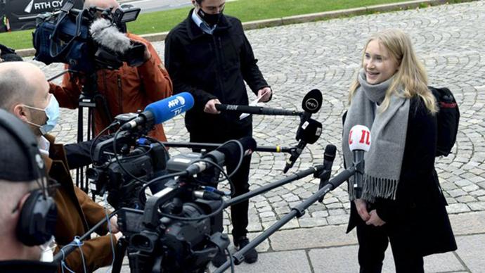 """【微信和qq怎么同步】_芬兰16岁女孩担任""""一日总理"""" 与内阁成员和议员会晤"""