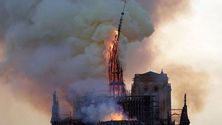 2019年4月15日,巴黎圣母院遭受了一场严重火灾,其著名的尖顶在大火中摧毁。资料图