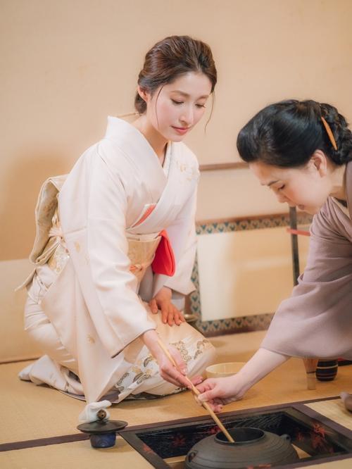 田中千绘穿妈妈的和服「跪到腿柔」 乐回:因此吾才会来台湾!