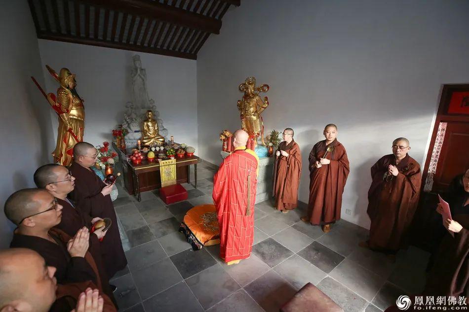 如理如法,清净庄严。(图片来源:凤凰网佛教 摄影:普陀山佛教协会)