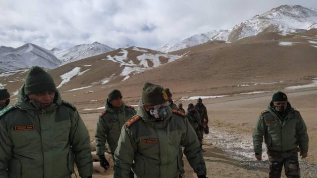 印陆军总司令到列城哨所钻进帐篷视察:解放军驻地就在200米外(图1)
