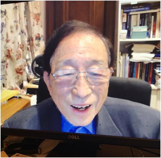 """熊玠在一场线上讲座上谈到两岸趋势(图片来源:香港""""中评社"""")"""