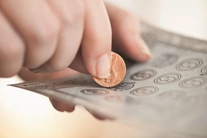 男子買的彩票被妻子洗成一堆爛紙,離婚后聽說