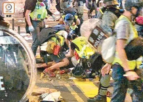 把内地青年头骨打爆的香港暴徒,抓到两个