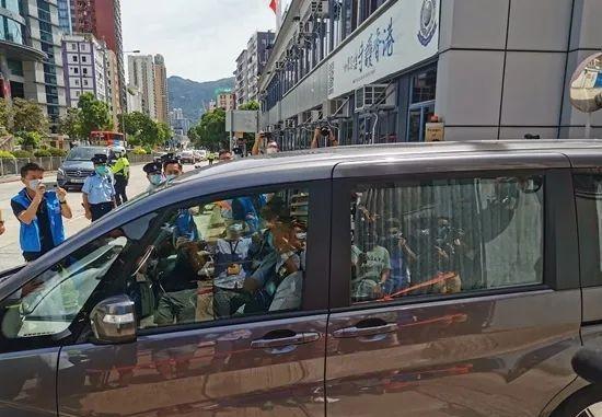 警方从壹传媒总部带走大批物证。图源:点新闻