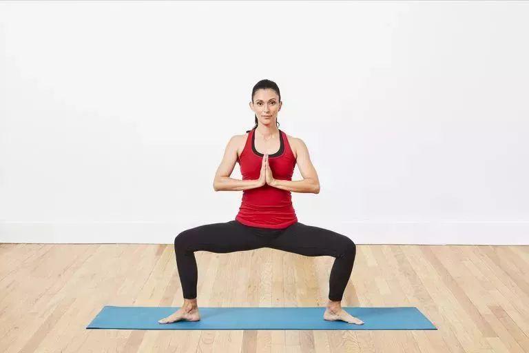 天冷练瑜伽,除了拜日,瑜伽还可以怎么热身? 生活头条 第10张