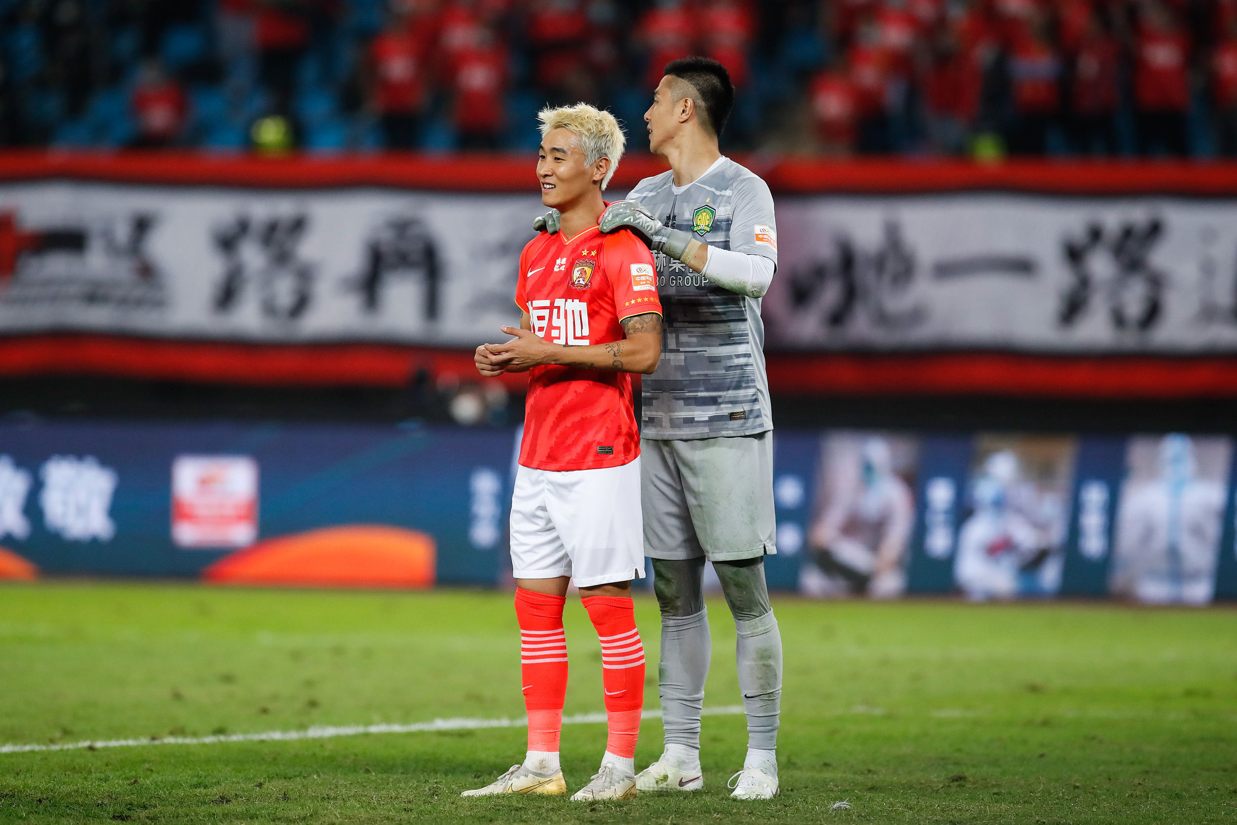 韦世豪(左)具备改变比赛走势的能力。