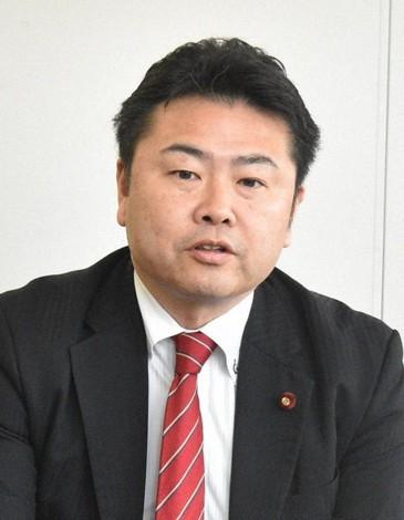 日本在野党议员顶风作案逛夜总会2小时