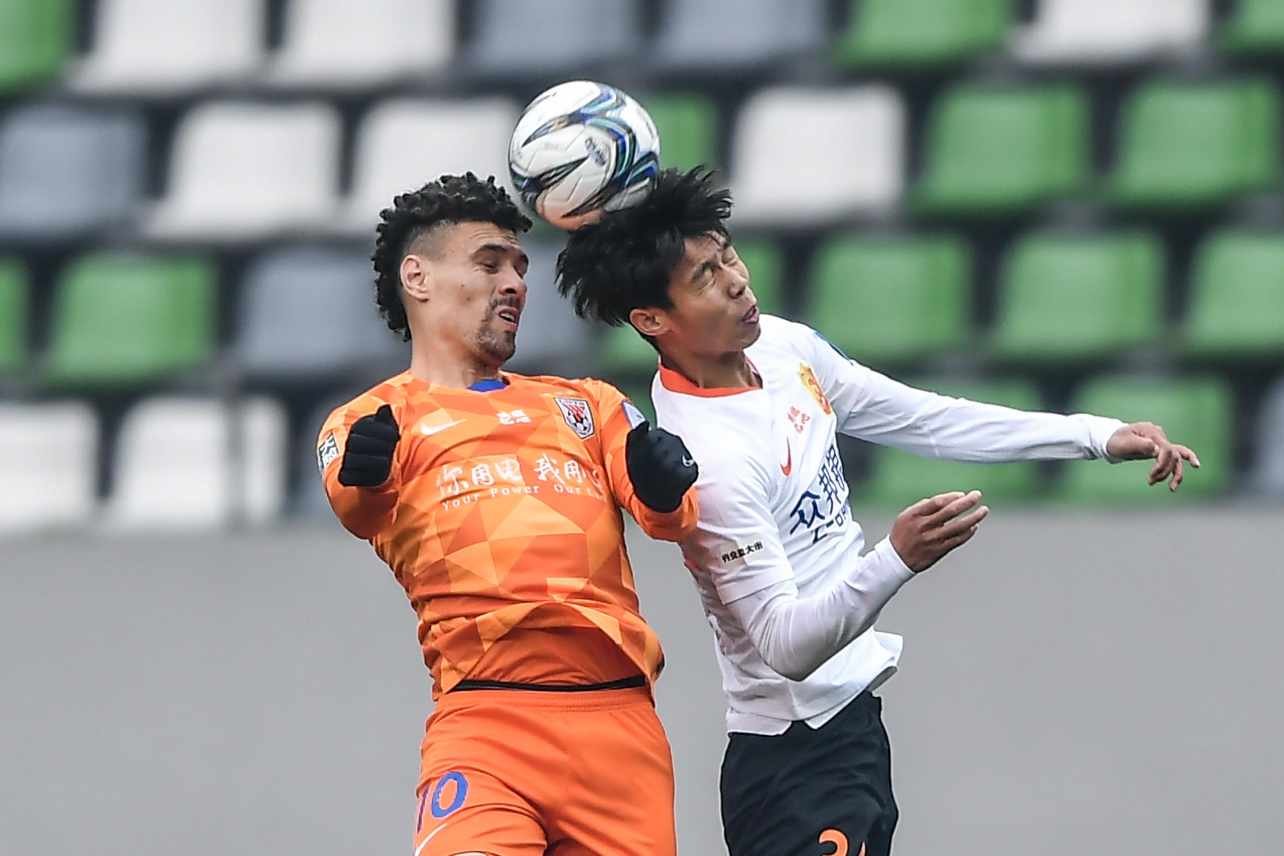 半场:刘洋远射击中立柱陈骜救险,鲁能0-0卓尔