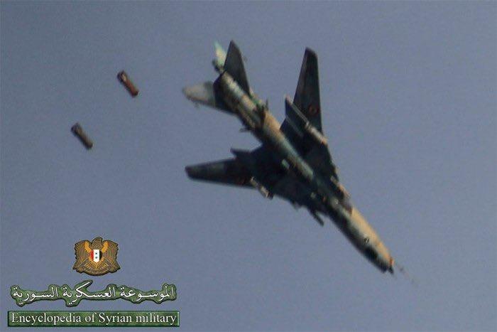 """死亡抓拍!叙空军""""炸弹卡车""""6发重磅航弹俯冲轰炸"""