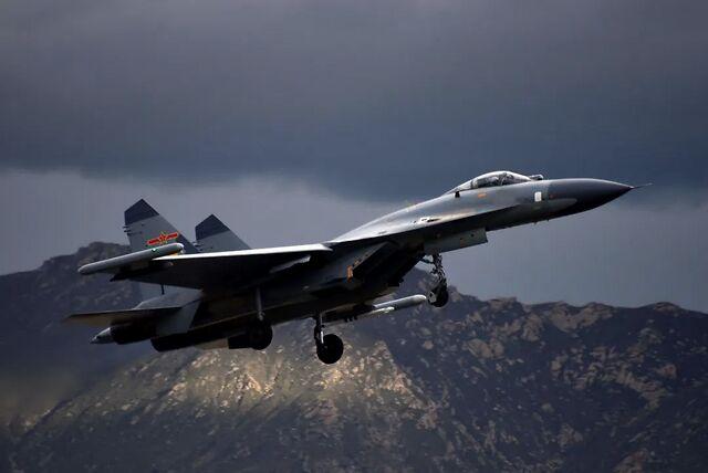 外国专家评价歼11战机,技术仍停留在40年前,无法击败西方空军