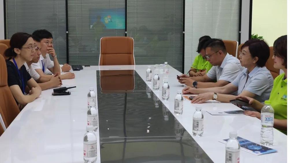 海利尔集团董事长唐学书女士带队到访青岛人工智能国际客厅考察