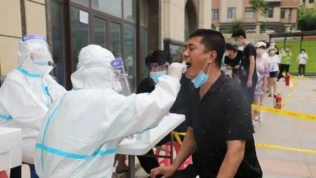大连疫情扩散:福州进入战时状态、北京现关联病例…海鲜公司成关键词