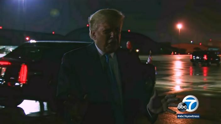 特朗普3日晚上在跑道前面对记者讲了7分钟,否认媒体报道 视频截图