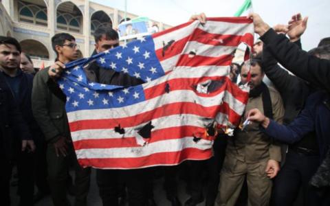 白宫遭国会施压 要求特朗普对袭击伊朗作出解释