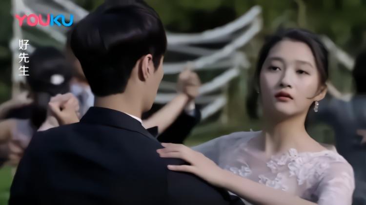 好先生:关晓彤跳舞戏,随口几句台词竟成全网爆点,导演也意外