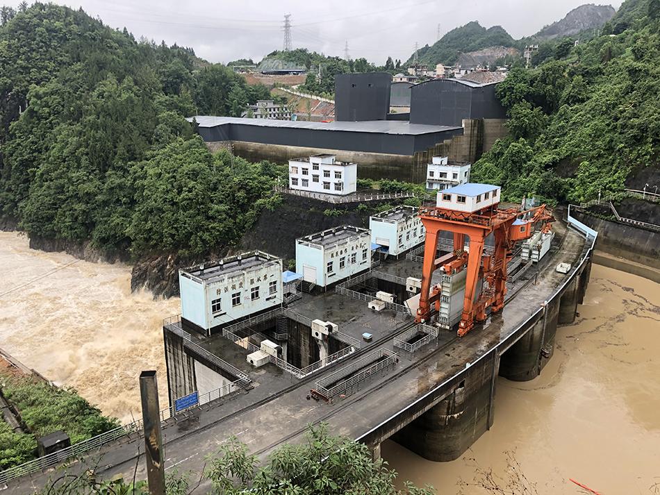【酷壳网】_湖北恩施洪水漫城亲历者:做了十几年生意,还没见过把店铺都淹了