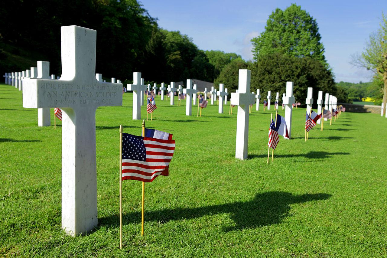 特朗普当时计划访问的艾斯尼·马恩公墓,葬有2289名在贝洛森林战役中阵亡的美军士兵