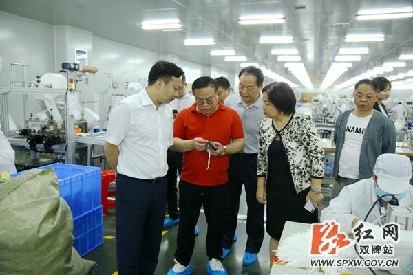 全球市长论坛秘书长金兰到访双牌 黔西金兰镇双庆村多位专家来考察