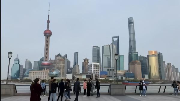 春光大好,上海外滩、南京路恢复以往喧嚣