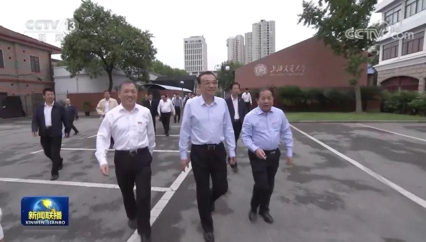 李克强上海露面行程紧凑 看学校吃奶糖 官媒报道很低调