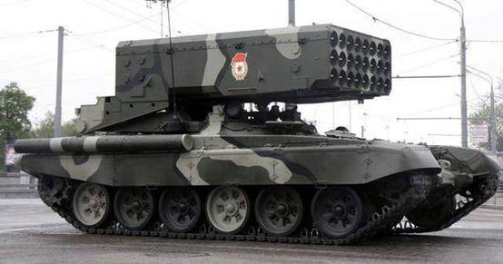 俄军首次使用TOS-2重型火箭炮 温压弹摧毁装甲部队