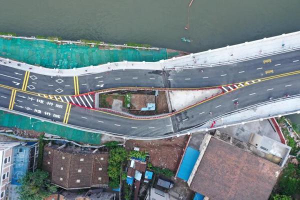 【比特币官网】_广州海珠涌大桥中央嵌入钉子户,目前仍有人居住