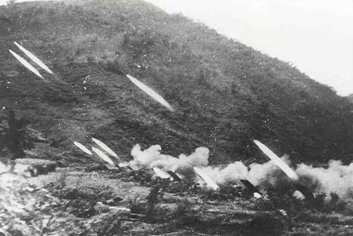 上图_ 金城战役中志愿军炮火