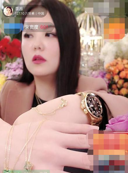 李湘帮大S带货,5分钟卖空1万条项链共计900万(图)