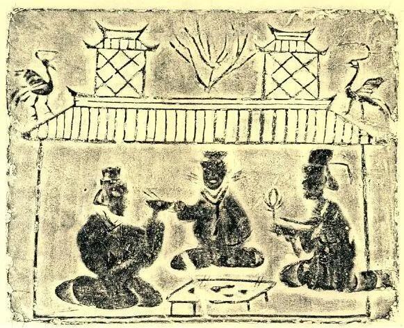 上图_ 东汉宴饮画像砖,案上置杯、碗、双箸,左边的人在饮食,右边的人拂扇子